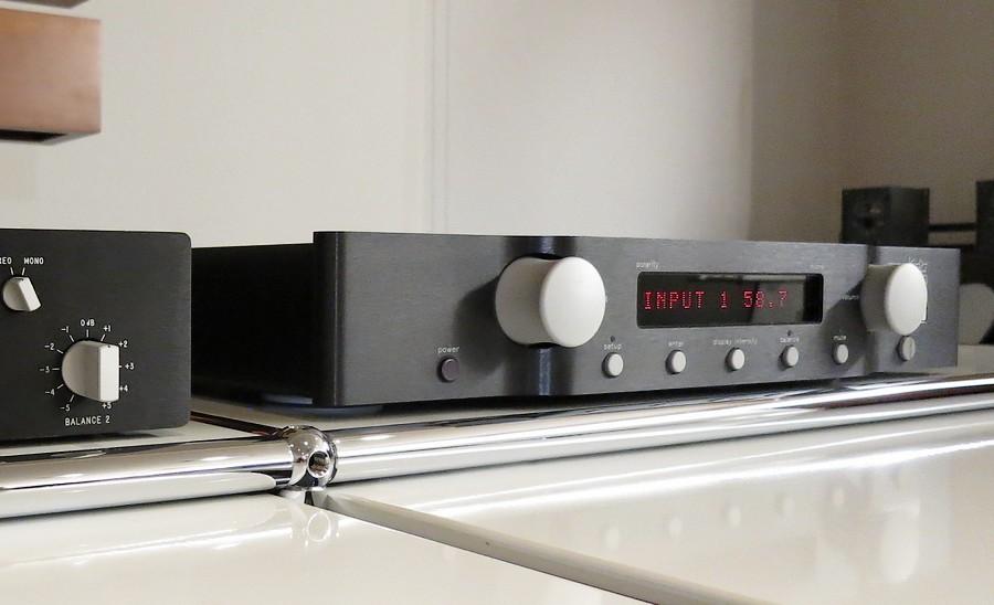 音質、押し出し感のあるレビンソンプリ!【中古】Marklevinson No.326S 代理店整備後、精密機器専用特殊洗浄で新品同様。BLACK電磁塗装もの状態も美しい326S。