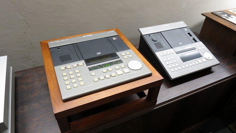 業務用CDプレイヤーStder A730 &、Parallel Stand スイングアーム動作と放熱に優れます。