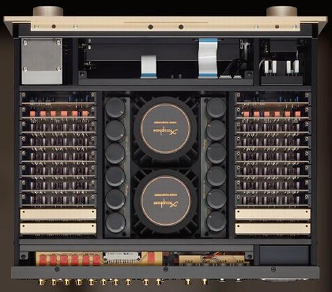 アキュフェーズ C3800プリの内部トランスなどの配置