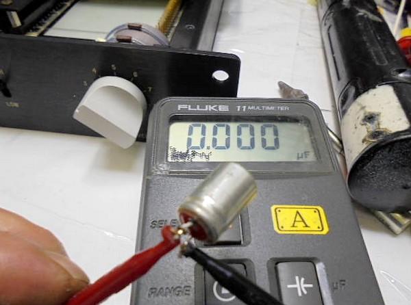 容量抜けした電解コンデンサー