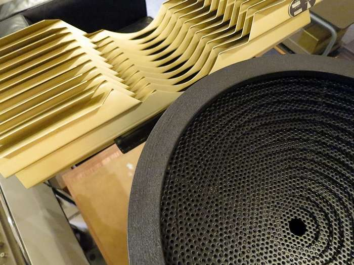 JBLH5039+L5090&JBL537-500の正面レンズ形状。球面波をつくります。