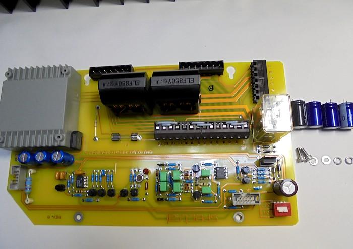 SPECTRAL_内部のここのプロテクター基板の取り外したパーツの写真 (1)