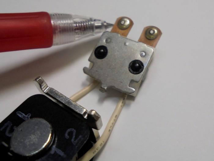 SPECTRAL_内部のここのプロテクター基板のリレーの接点を磨きこみます