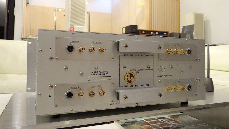 cello AUDIO PALETTE MIVのリアパネル:入出力端子にRCAが標準であります。